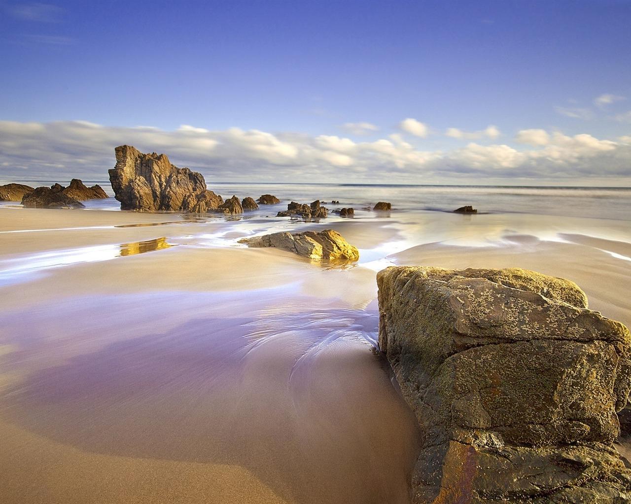描述: 岩石潮湿的沙滩-高品质高清壁纸 当前壁纸尺寸: 1280 x 1024图片