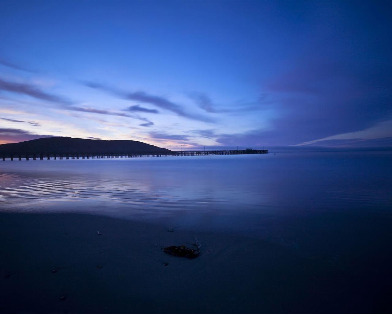 描述: 在沙滩上蓝色日落-高品质高清壁纸 当前壁纸尺寸: 1280 x 1024图片