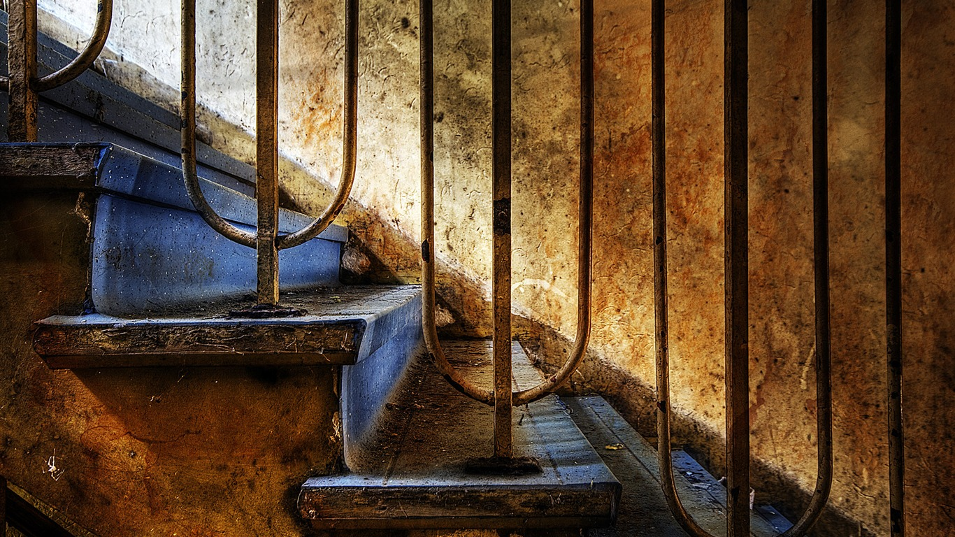 Decayed_Stairs_-_The_Beauty_Of_Urban_Decay