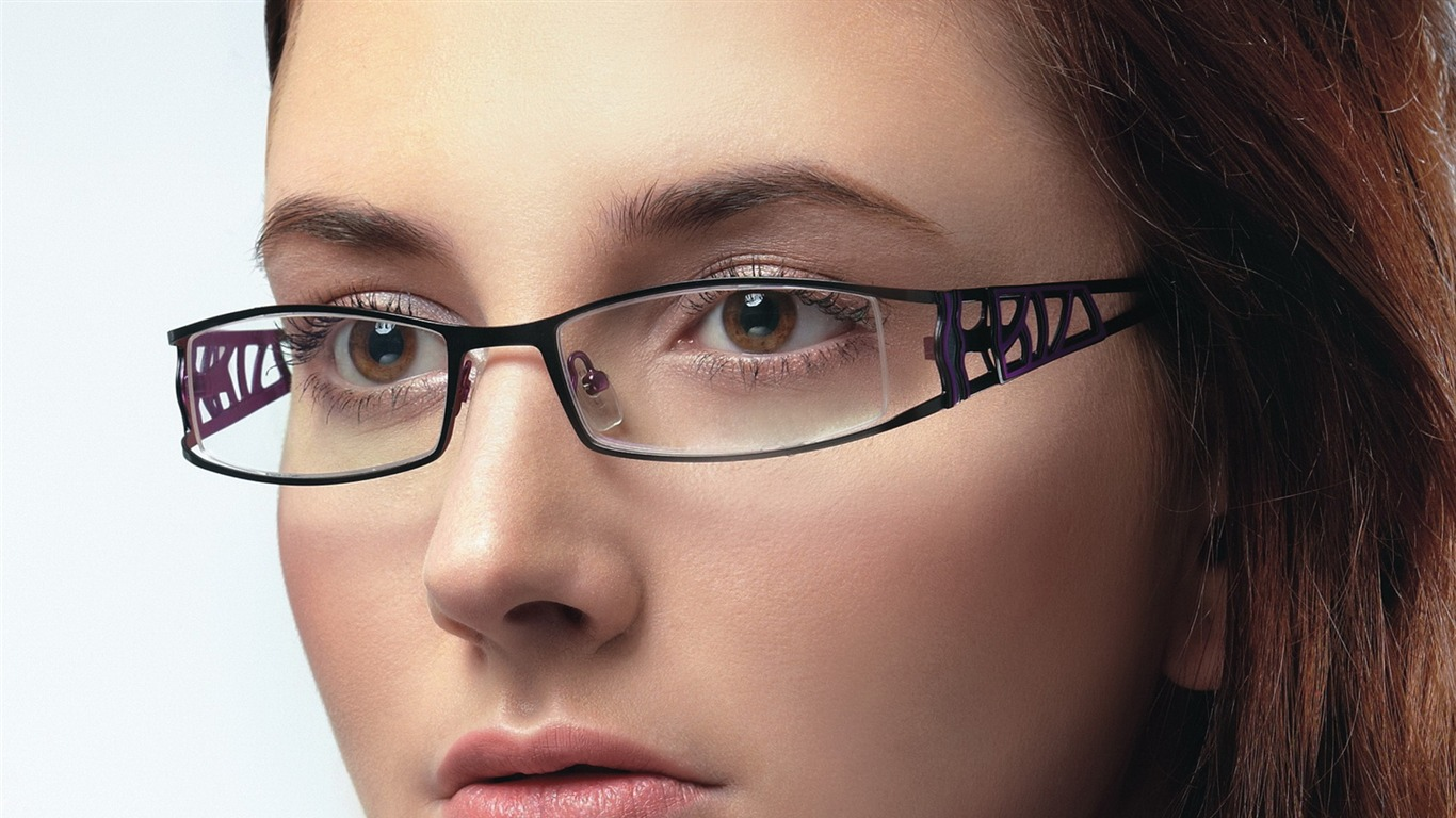 Charming_beauty_model_glasses_advertising_Wallpaper_06