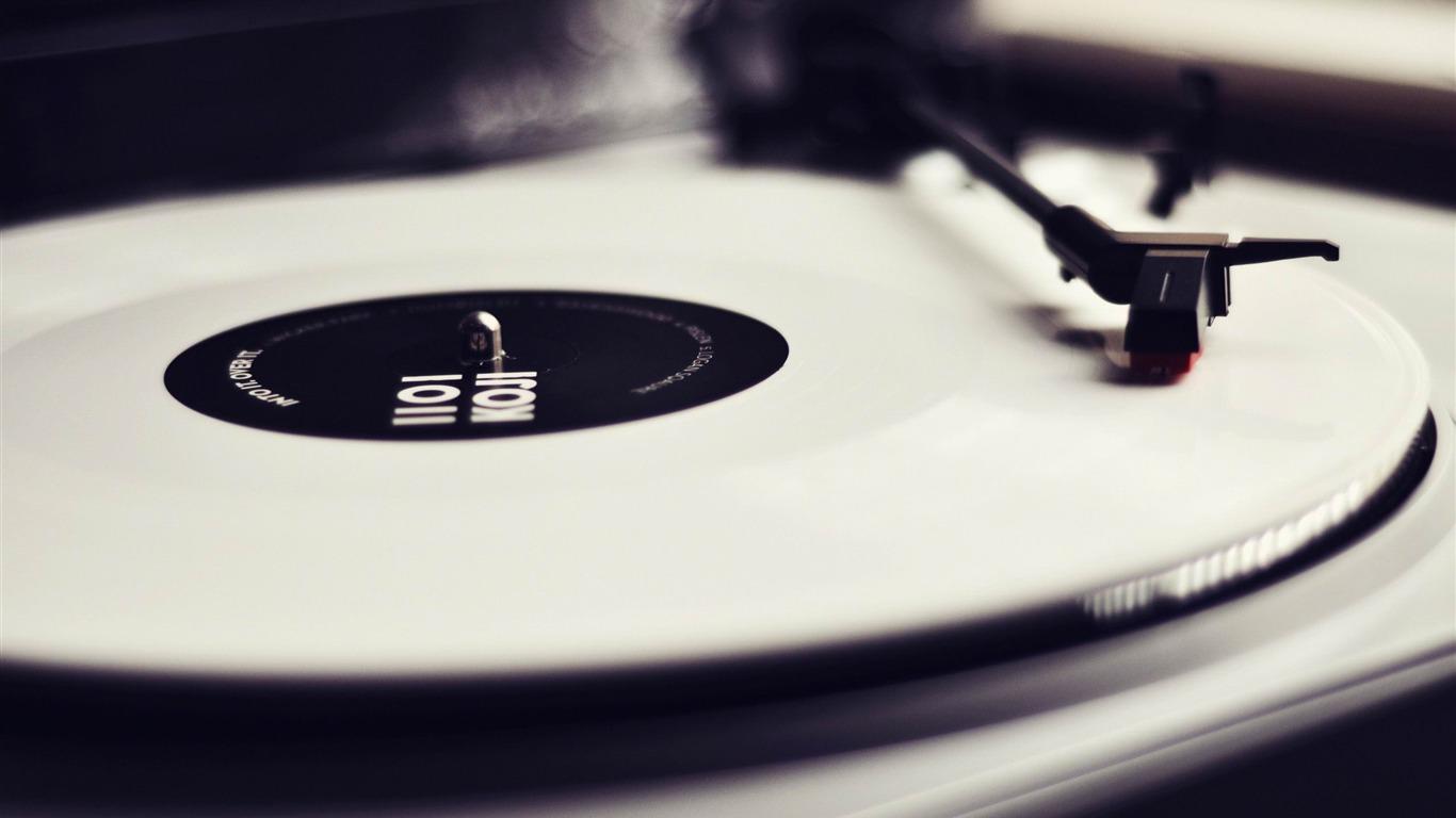 vinyl record player vintage style wallpaper 1366x768. Black Bedroom Furniture Sets. Home Design Ideas