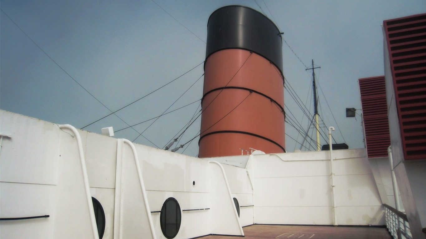Ship_chimney-LOMO_desktop_wallpaper