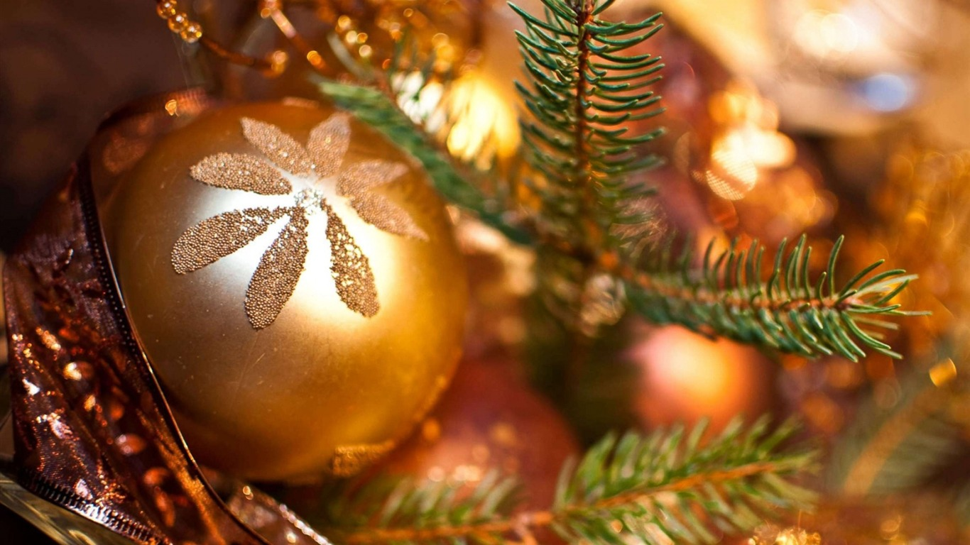 Christmas_new_year_ball_shine-Holiday_Theme_HD_Wallpapers