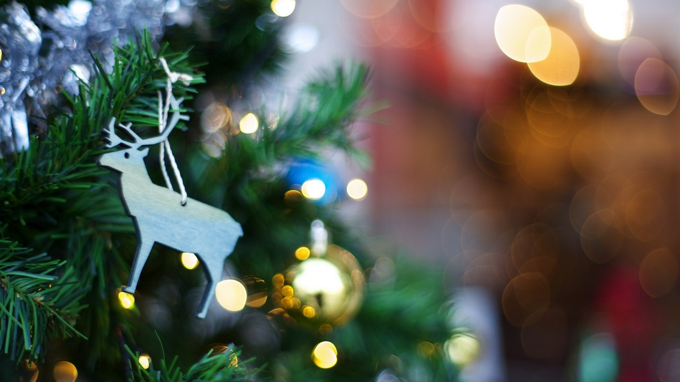 Christmas_tree_toy-Holiday_Theme_HD_Wallpapers
