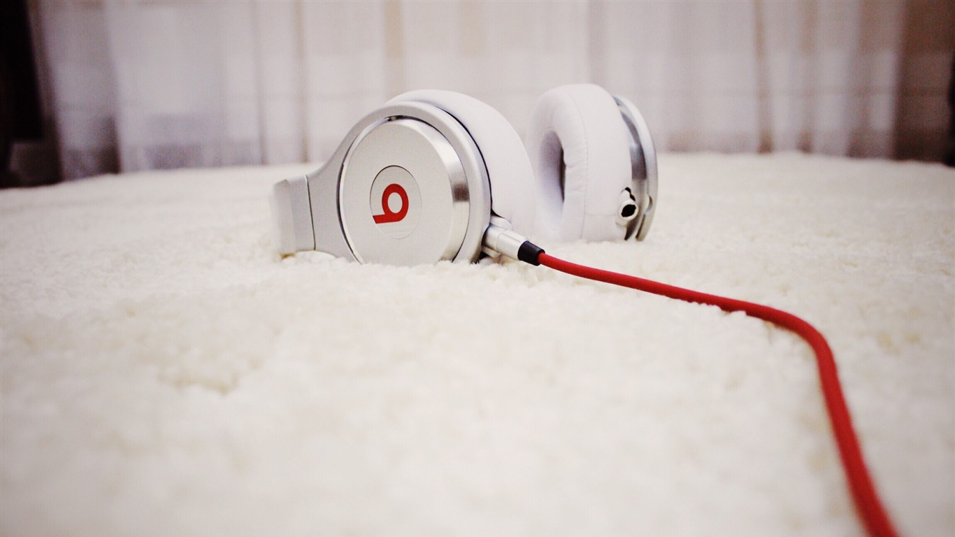 Beats_headphones-High_Quality_HD_Wallpaper