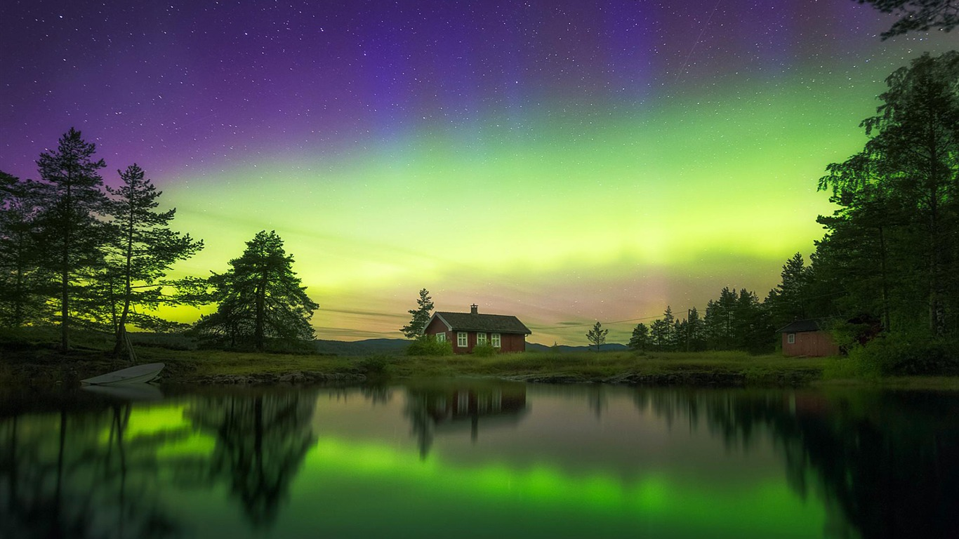 Norway Northern Lights Reflected In A Lake-Windows 10 HD