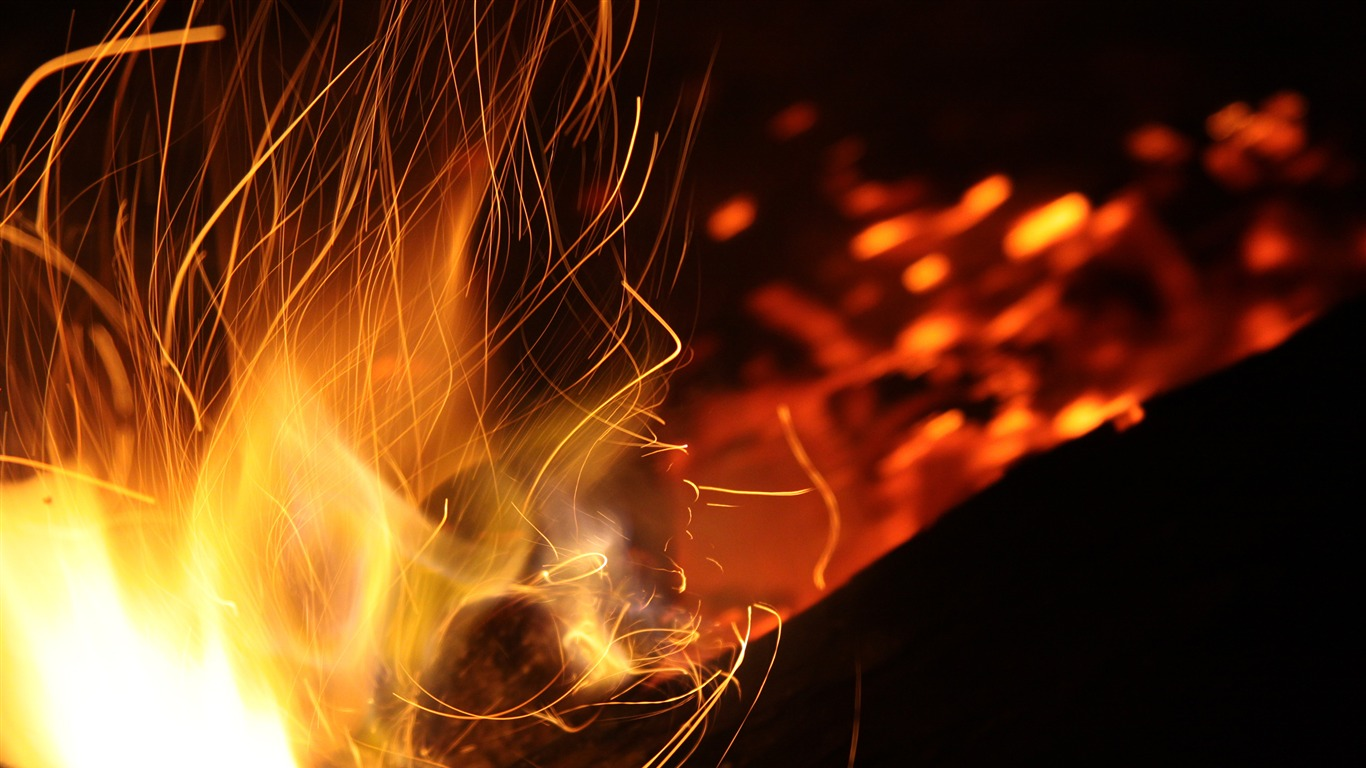 Burning_coal_fire_close-up-Life_Photography_HD_Wallpaper