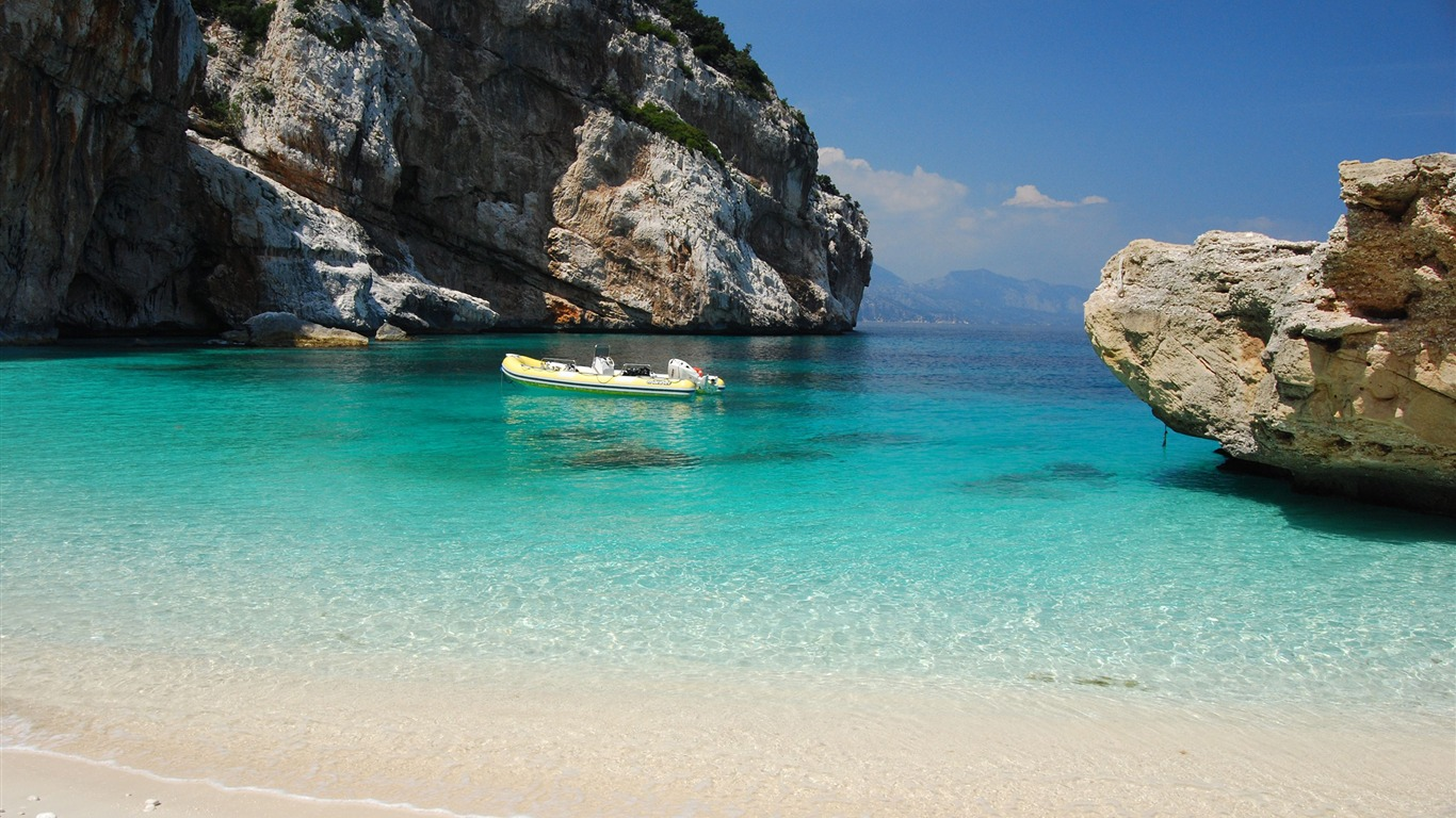 Ocean_Beach_Boat-Italy_Peninsula_Sardinia_Wallpaper
