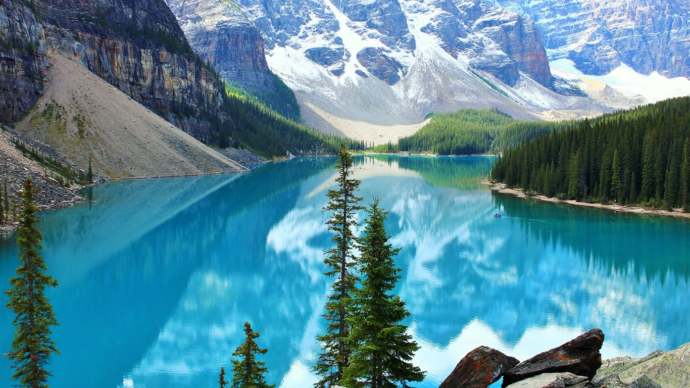 Beautiful_moraine_lake-Scenery_High_Quality_Wallpaper