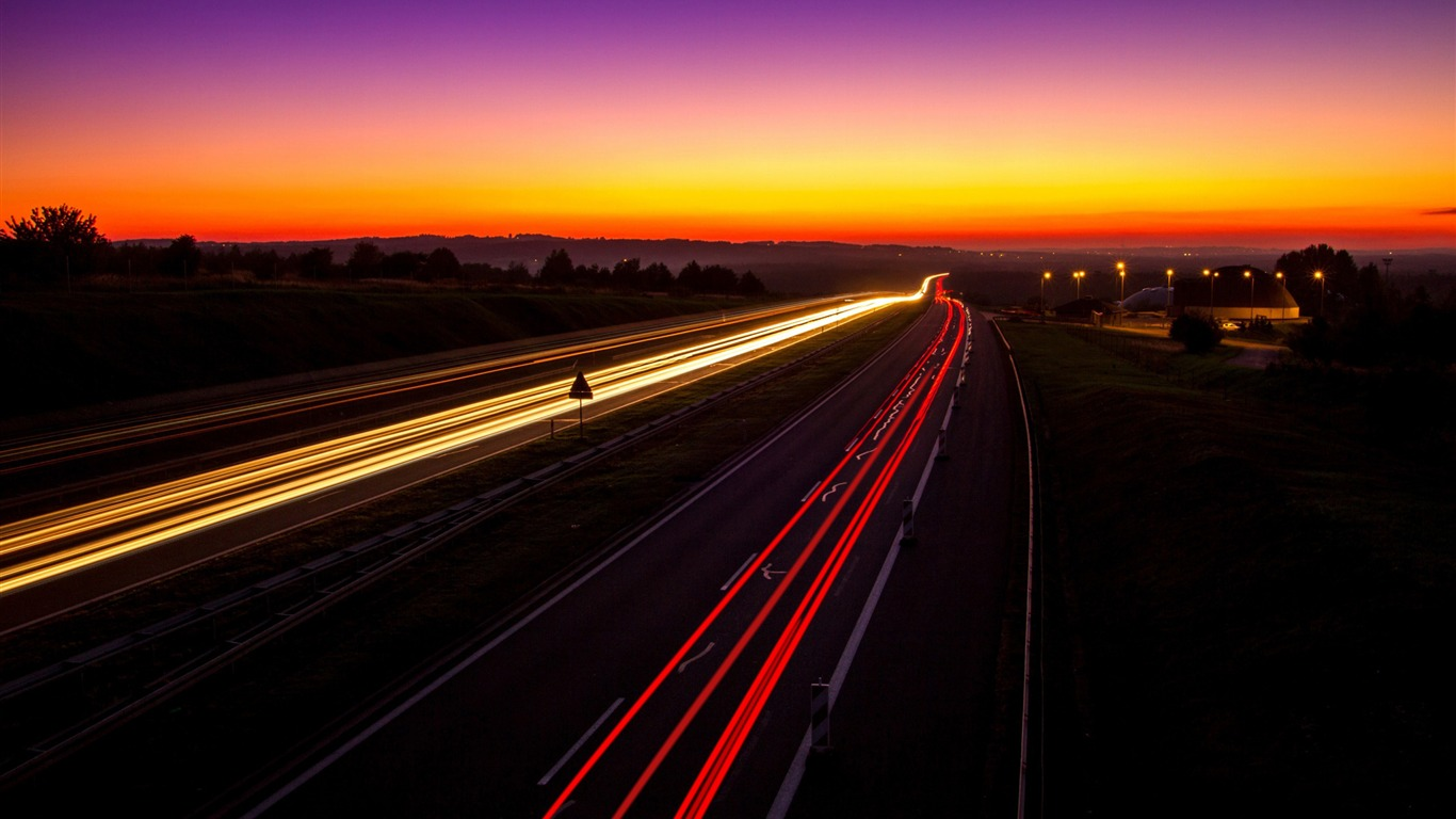 Highway_light_trails-2017_High_Quality_Wallpaper