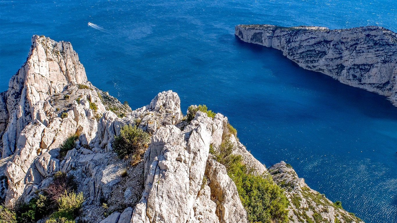 Marseille_france_cliff_sea-Nature_HD_Wallpaper