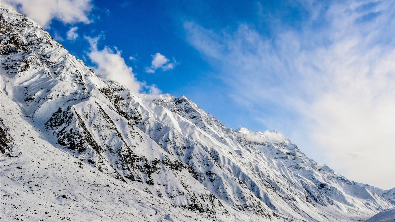 Mountain_snow_blue_sky-Scenery_High_Quality_Wallpaper