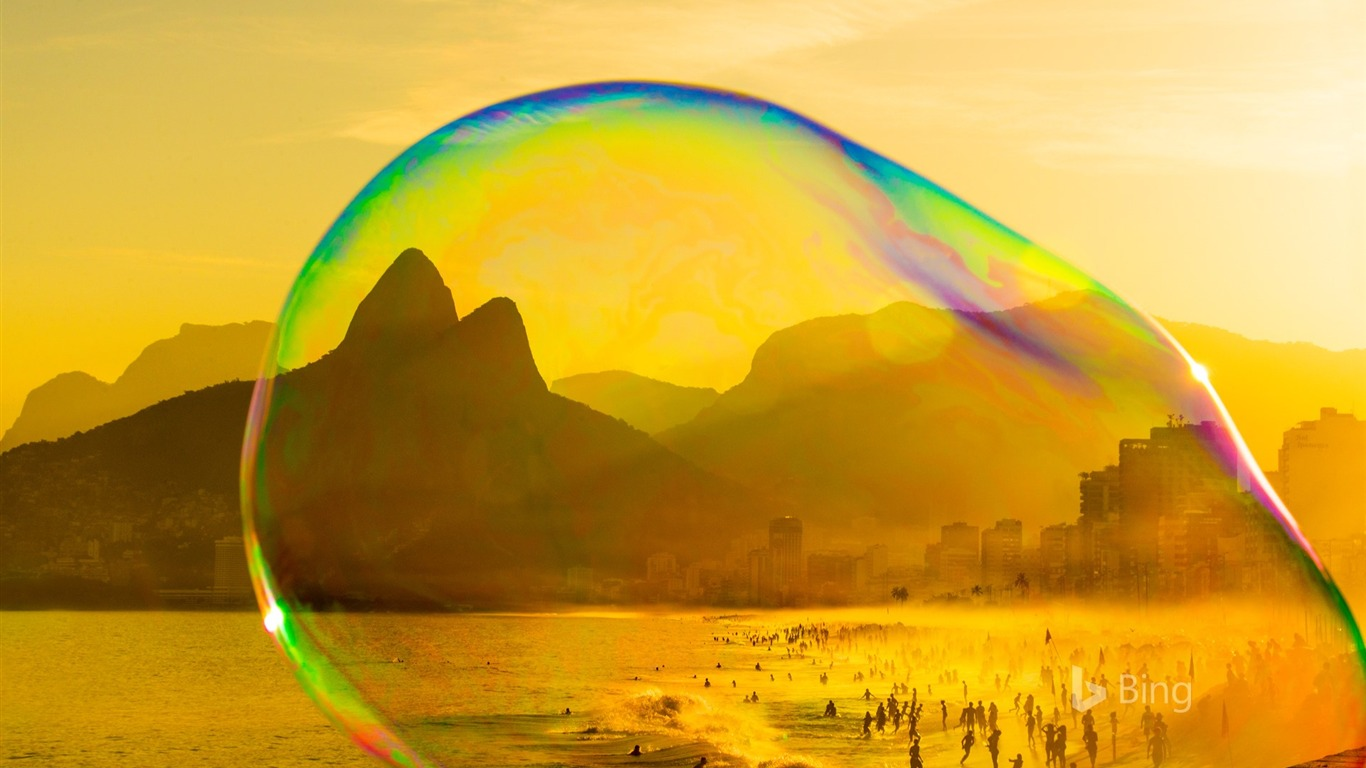 Rio_Janeiro_Soap_bubble_on_Ipanema_beach-2017_Bing_Desktop_Wallpaper