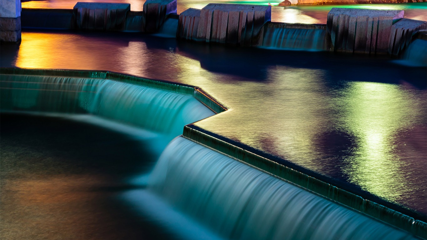 Waterfall_disneyland_paris-Windows_10_Desktop_Wallpaper