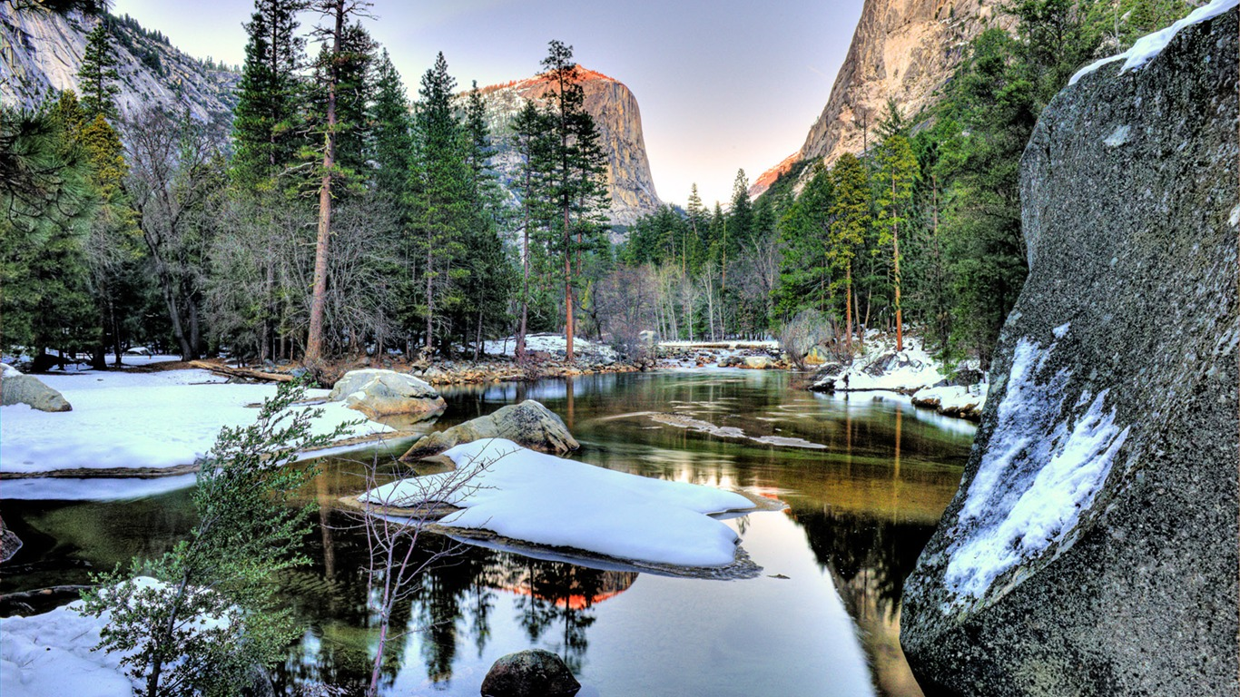 Winter_Yosemite_Lake-Windows_10_Desktop_Wallpaper