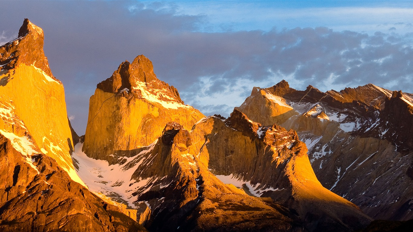 Towering_mountains_travel_Nature_theme_wallpaper_06