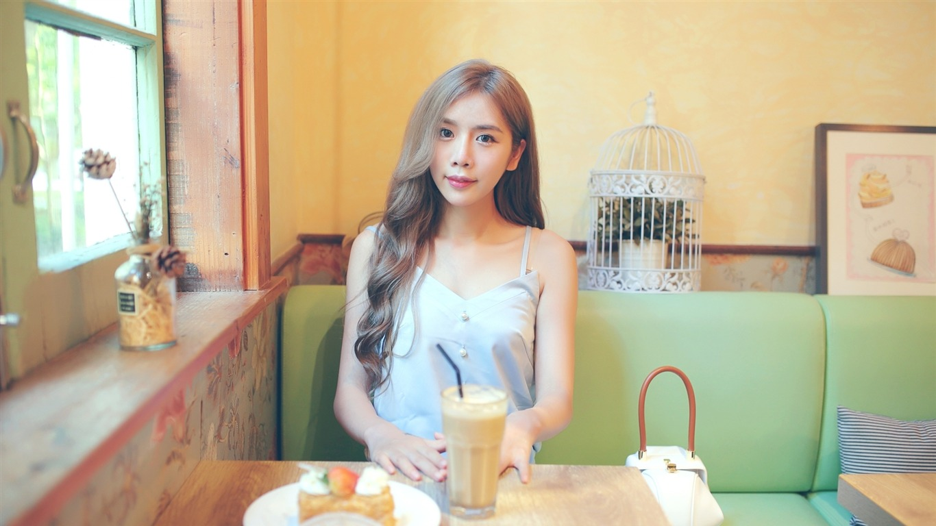 Cafe_pure_and_beautiful_Chinese_girl_photo_06