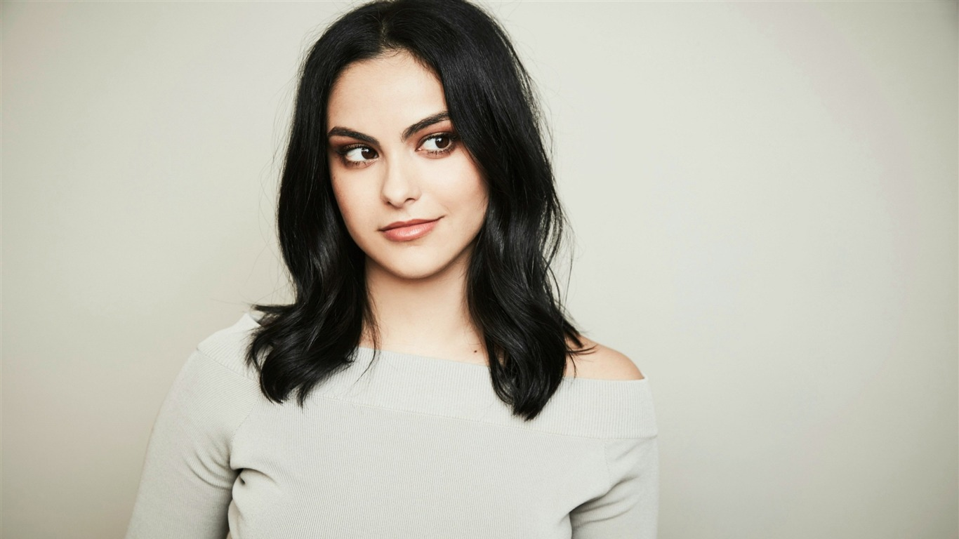 Camila_Mendes-Beauty_Photo_Wallpaper