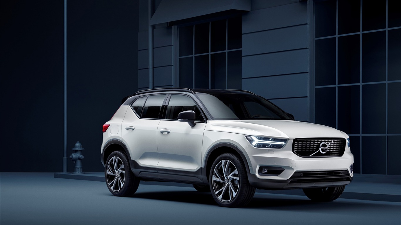 2019_Volvo_xc40-Car_Poster_Wallpaper