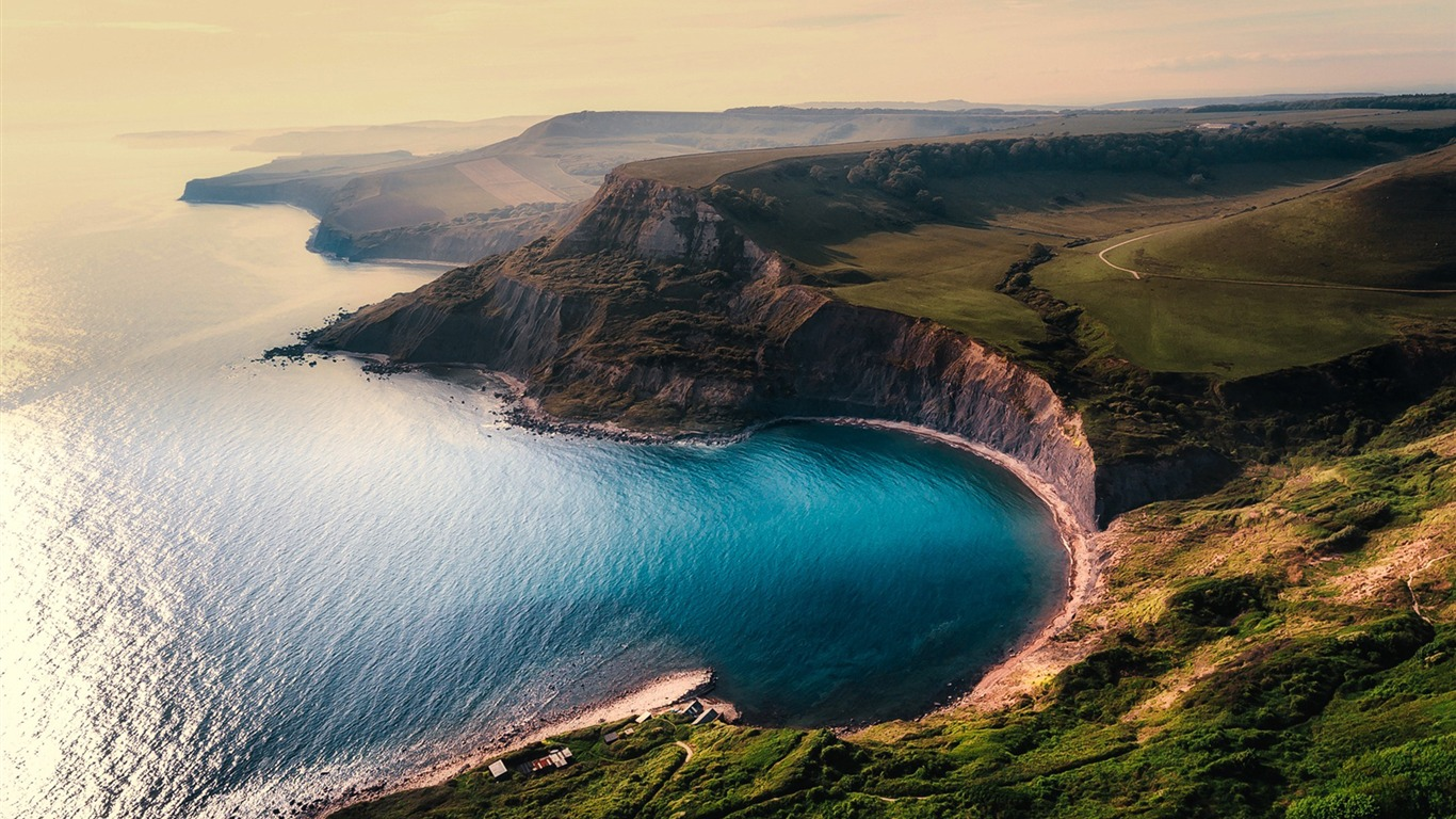 Beautiful_cliff_coastline_mountains_Nature_Wallpaper