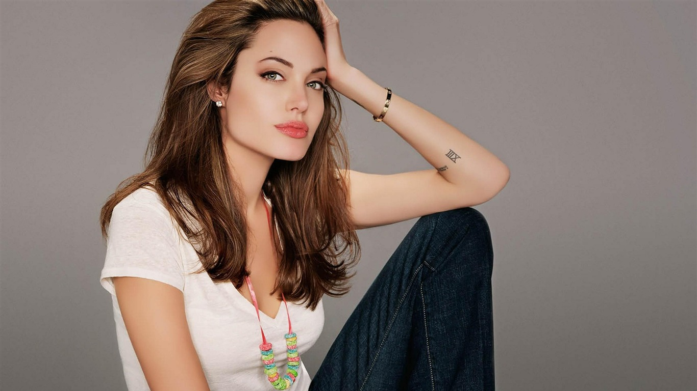 Angelina_Jolie_2017_Beauty_Wallpaper