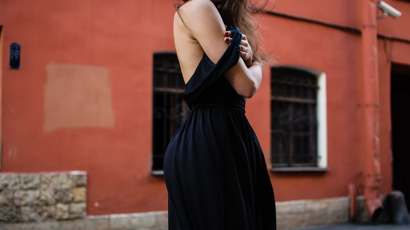 Street_Fashion_Black_Dress_Lady_4K_HD
