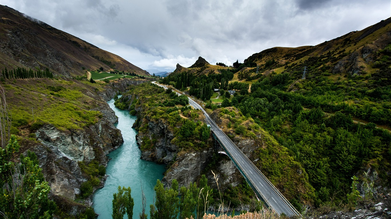 New_Zealand_Queenstown_Canyon_Rivers_Roads
