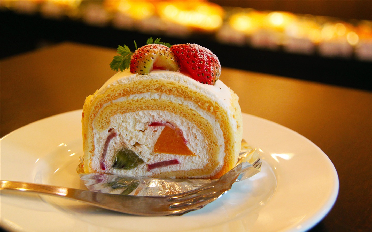 Sweet fruit strawberry cake close-up - 1440x900 wallpaper download