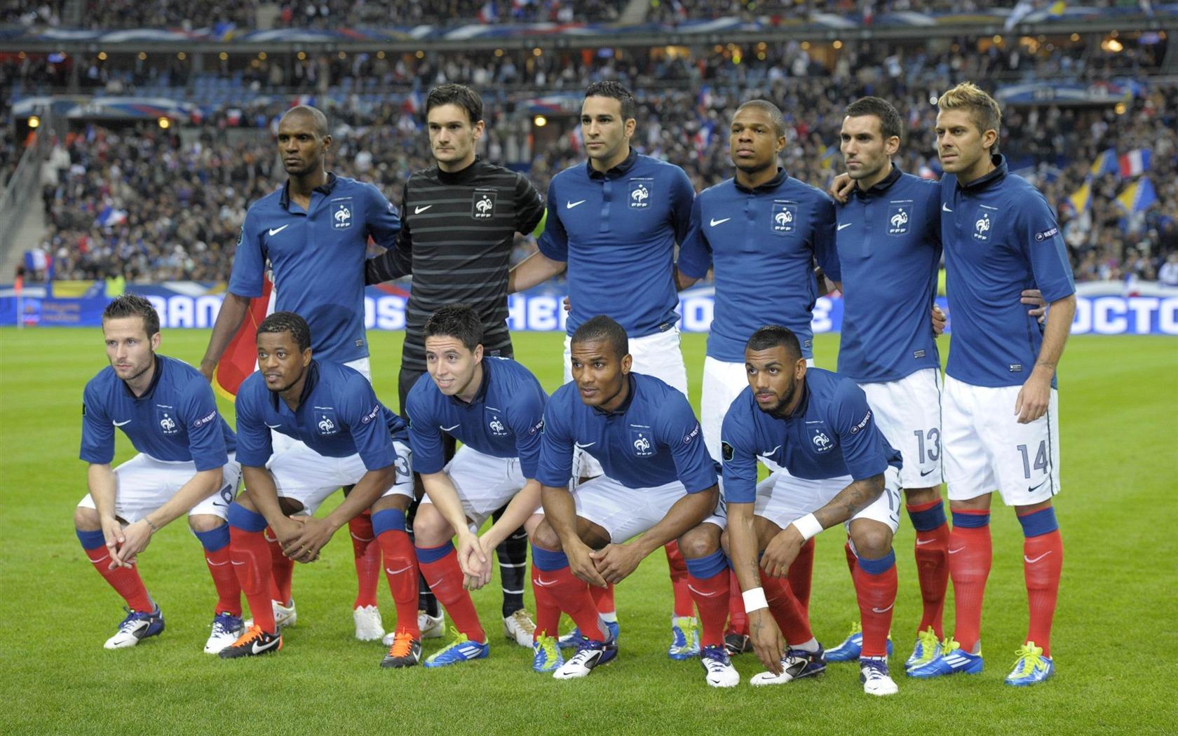 描述: 法国足球队-euro 2012欧洲杯壁纸 当前壁纸尺寸: 1680 x 1050图片