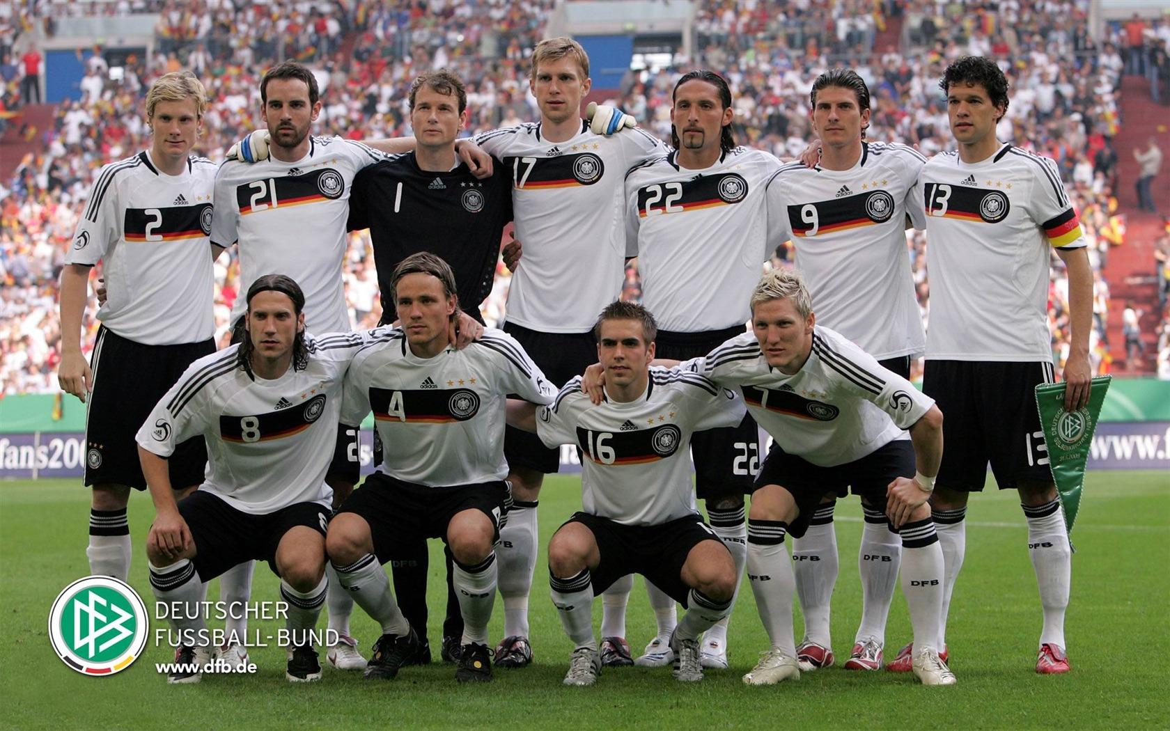 描述: 德国足球队-euro 2012欧洲杯壁纸 当前壁纸尺寸: 1680 x 1050图片