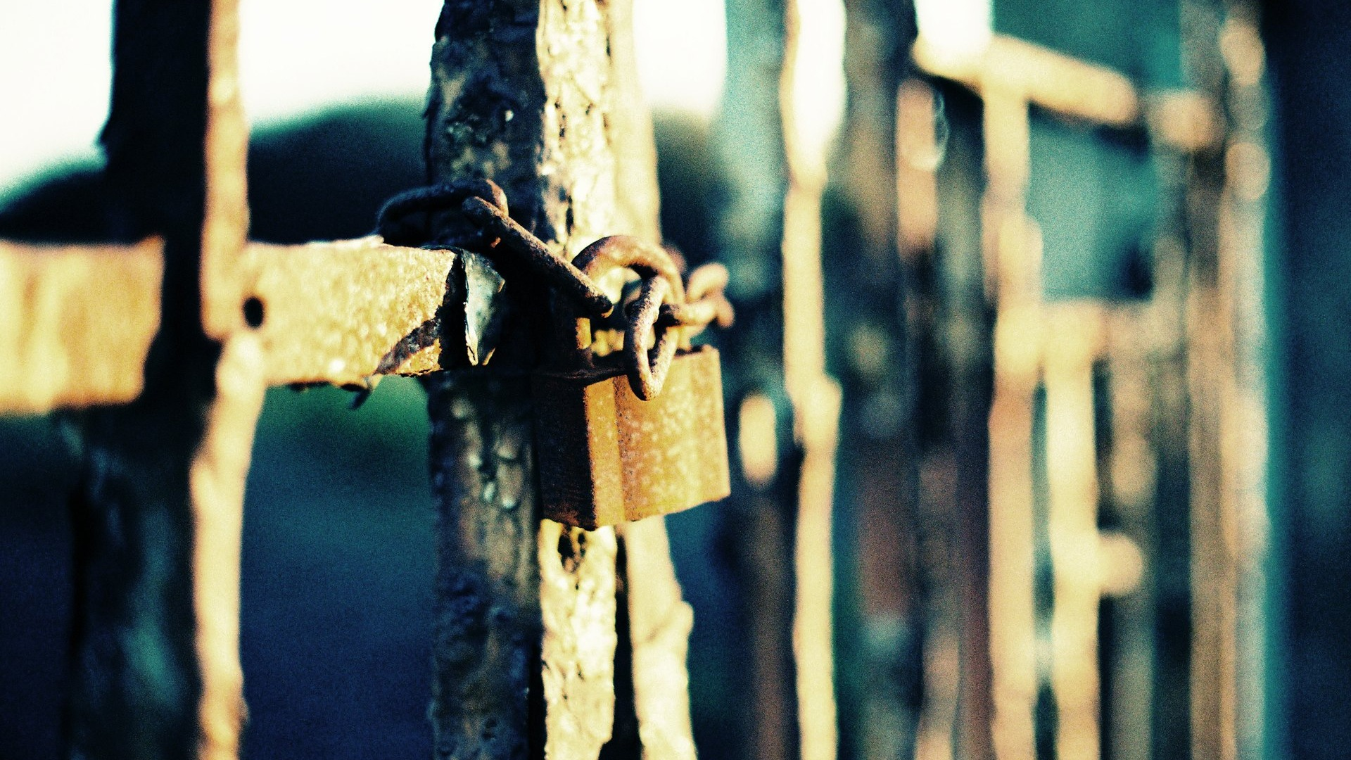 locked gate beautiful lomo photography 1920x1080 wallpaper download 10wall. Black Bedroom Furniture Sets. Home Design Ideas