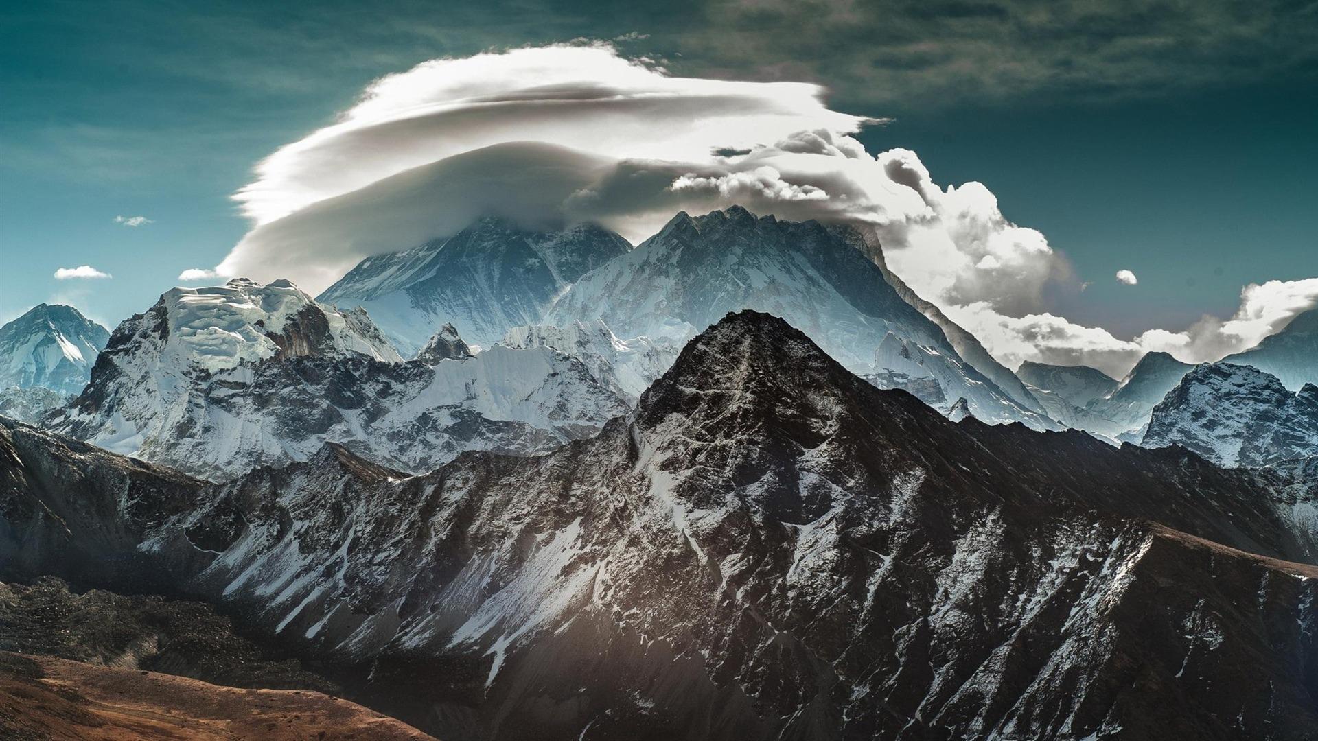 描述: 珠穆朗玛峰云-风景摄影壁纸 当前壁纸尺寸: 1920 x 1080