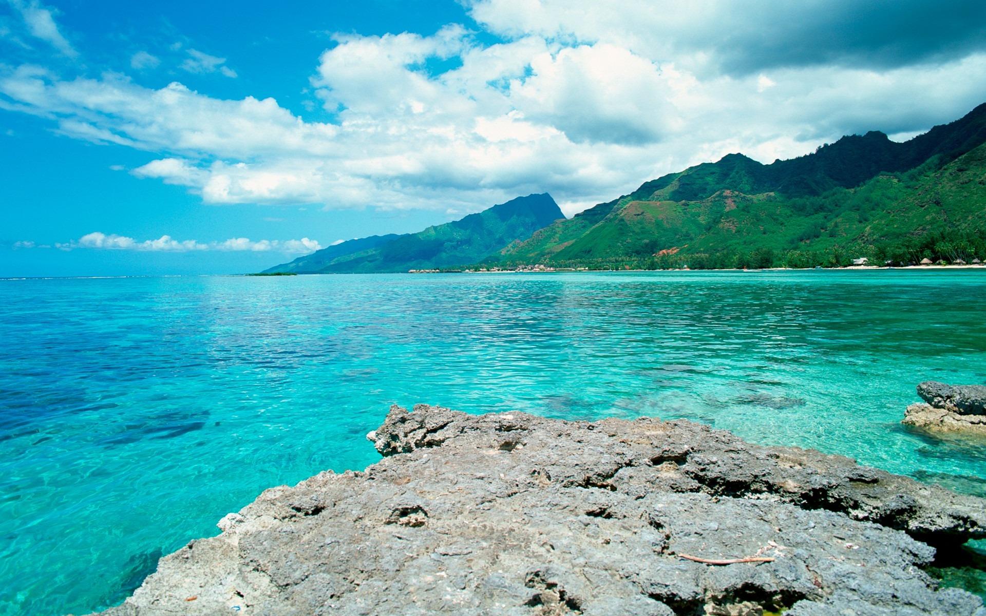 Beautiful Tahiti, French Polynesia ~ Crazy2Read
