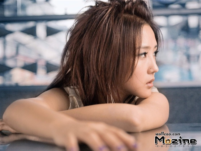 He Jie pictures desktop wallpaper - Music Magazine01 Views:1738