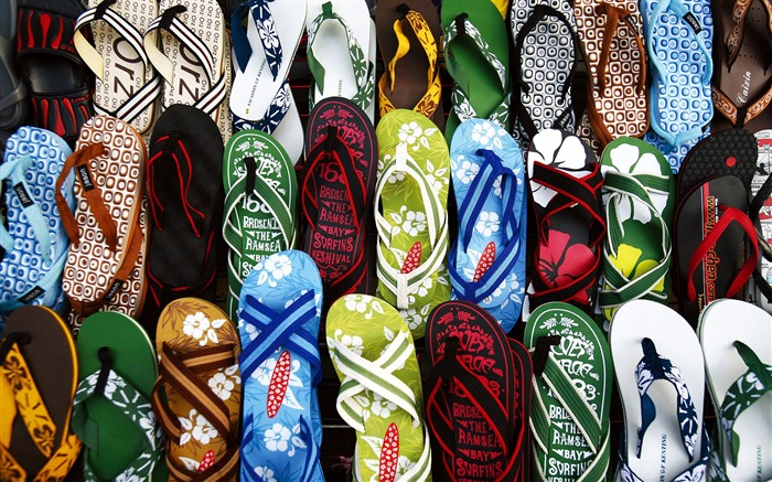 Kenting flip slippers sold on the street wallpaper Views:4326
