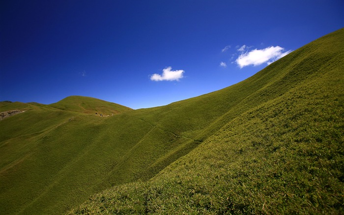 green hills to mountain wallpaper Views:11499
