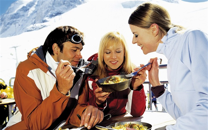 Lunch Time in Ski Resort - Alpine Winter Vacation Views:5688
