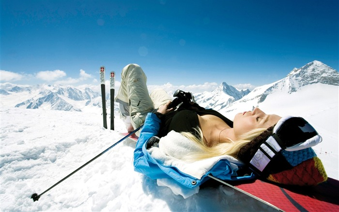 Lying on th Snowy Mountain Peak - Alpine Winter Vacation Views:8786