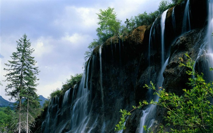 Photo Summer Waterfall in Mountain Views:6423