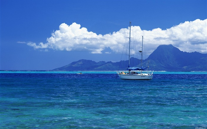 Tahiti Yacht Wallpaper Views:21666