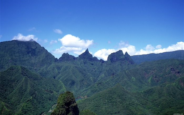 Tahiti beautiful mountains wallpaper Views:5415