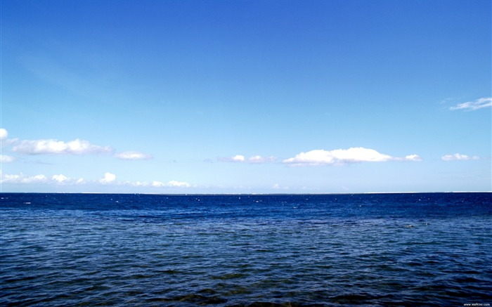 blue water and blue sky wallpaper Views:29514