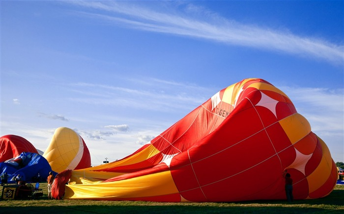 Colorful hot air balloons during inflation Views:4231