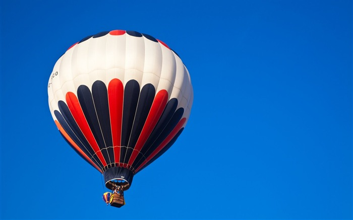 Hot Air Balloons Hight in the sky Views:2824