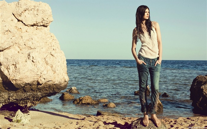 Reserved 2011 Spring American brand jeans wallpaper Views:10875