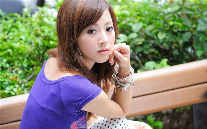 Taiwan beautiful girl fruit wallpaper 24 Views:7683 Date:7/15/2011 12:21:24 AM
