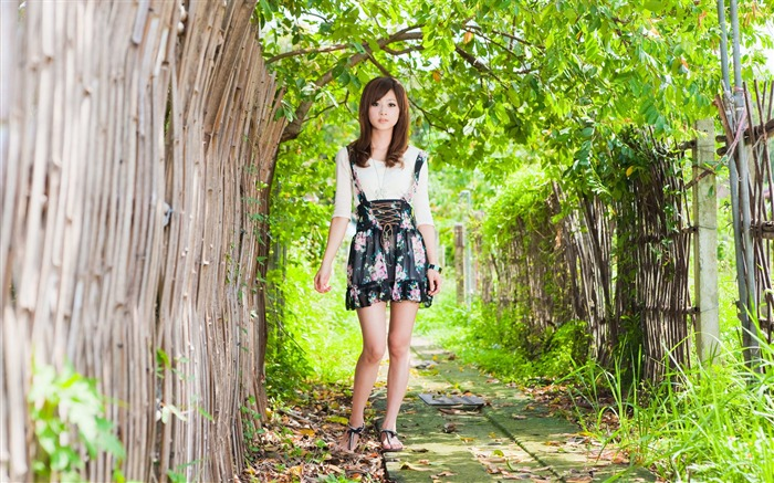 Taiwan beautiful girl fruit wallpaper 26 Views:7426 Date:7/15/2011 12:22:47 AM