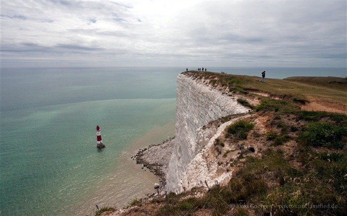 Lighthouse at Beachy Head wallpaper Views:7274