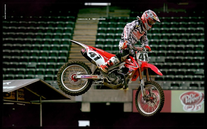 AMA Supercross fourth stop Auckland-Trey Canard wallpaper Views:3912
