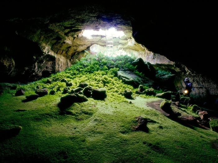 Lava Tube Cave Lava Beds National Monument-Beautiful natural scenery wallpaper Views:7751
